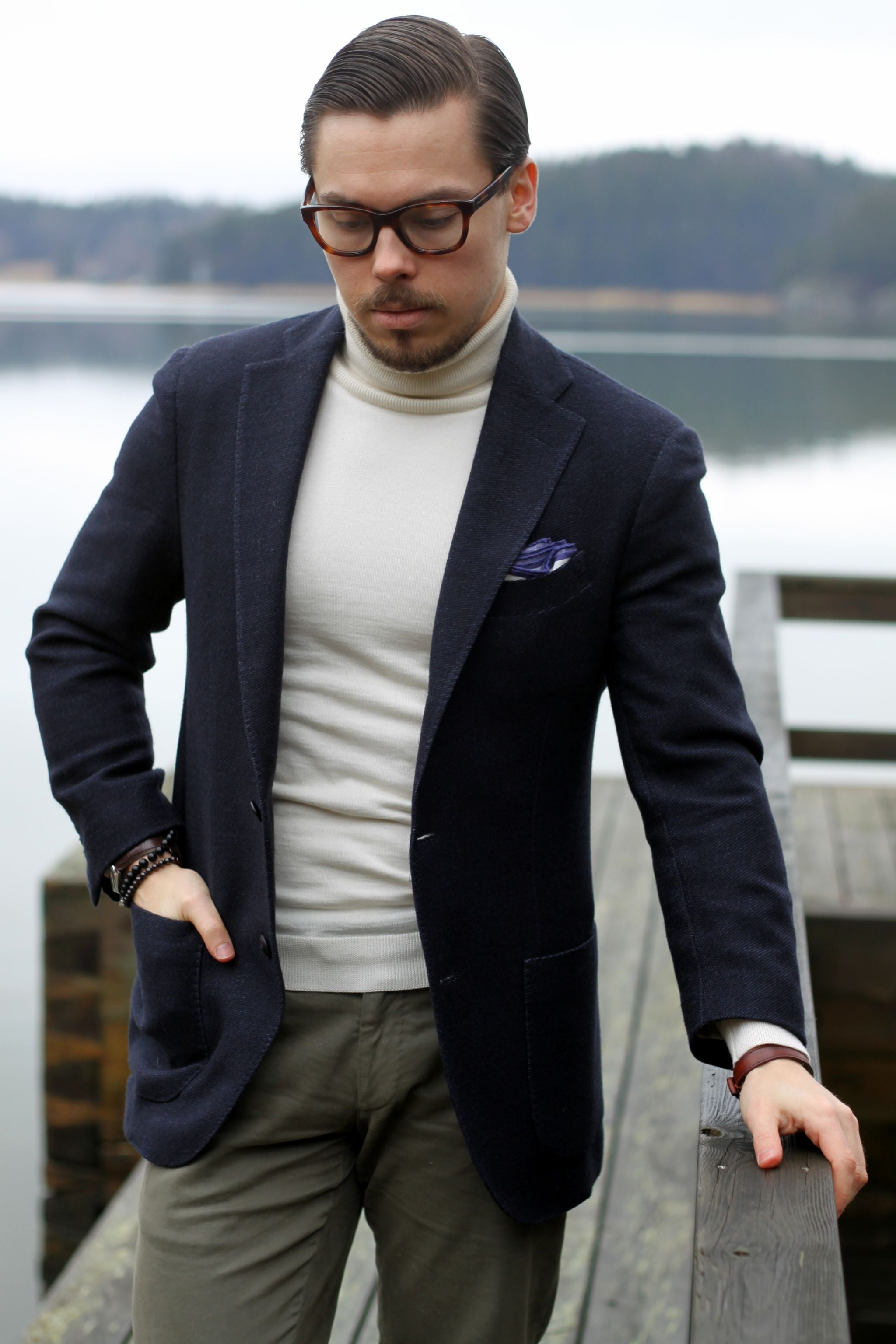 How to wear casual navy blazer