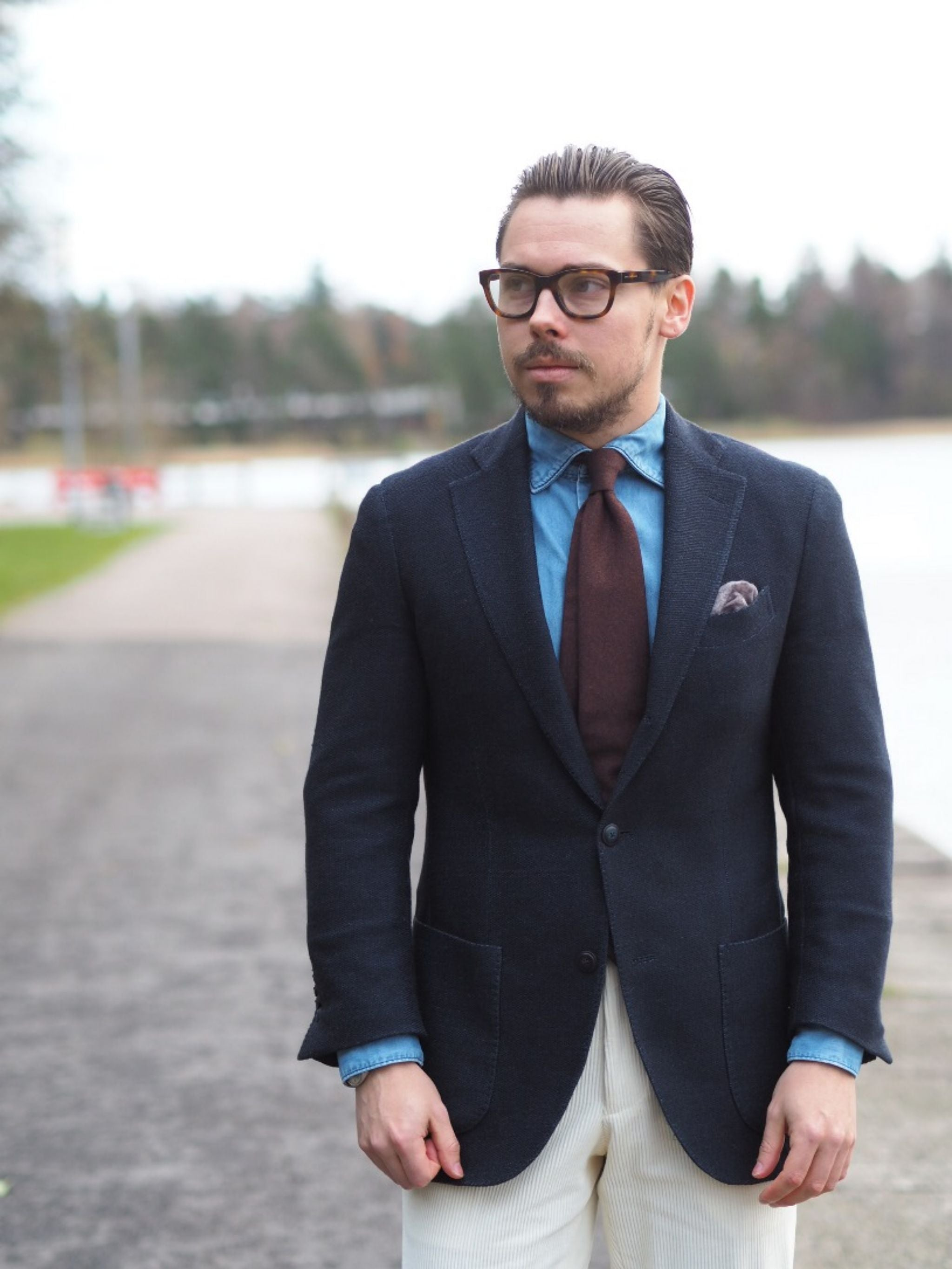 Autumnal business casual outfits - The navy blue jersey blazer