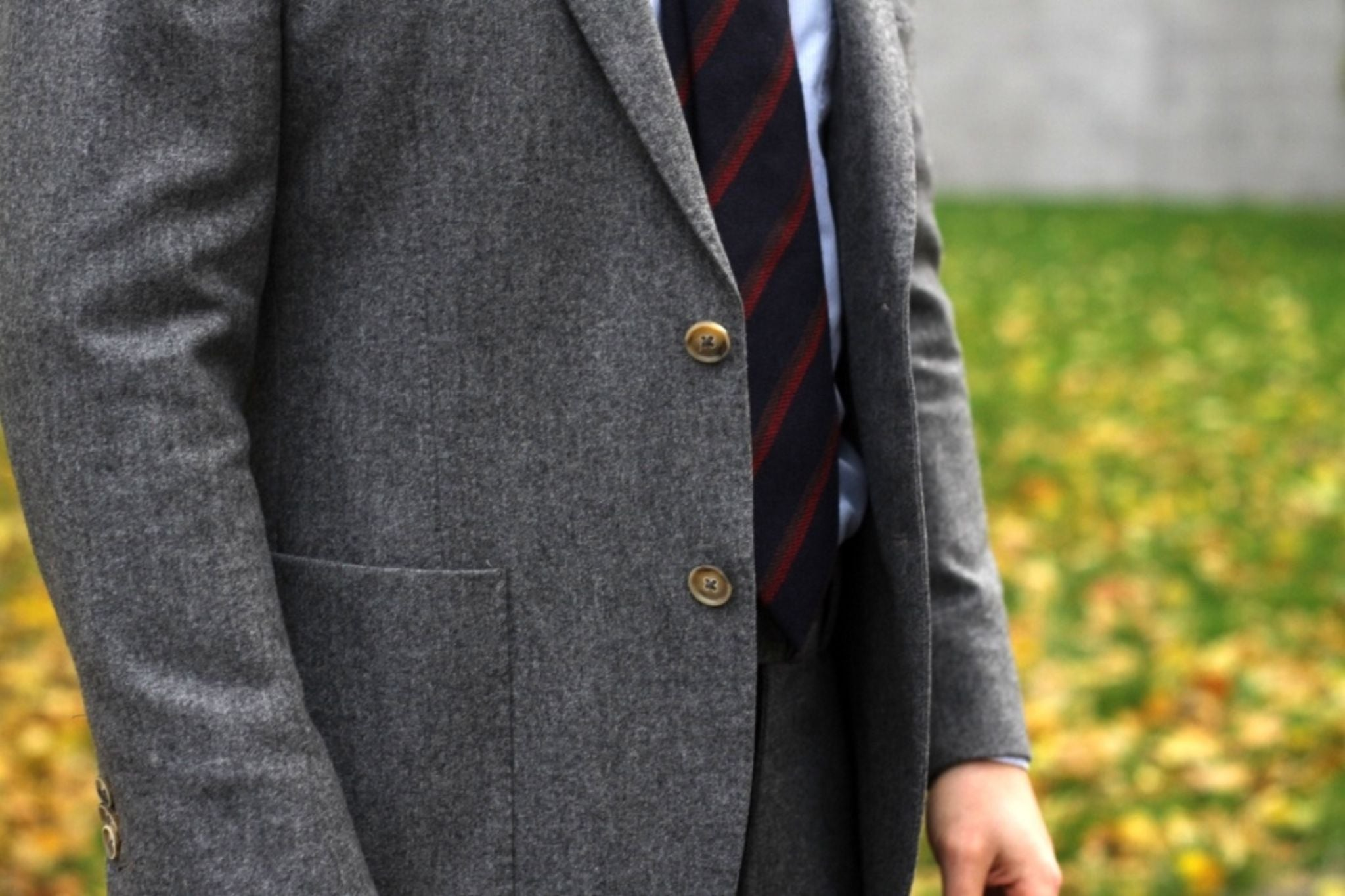 Suit with cashmere tie - Textures of gray flannel and striped cashmere