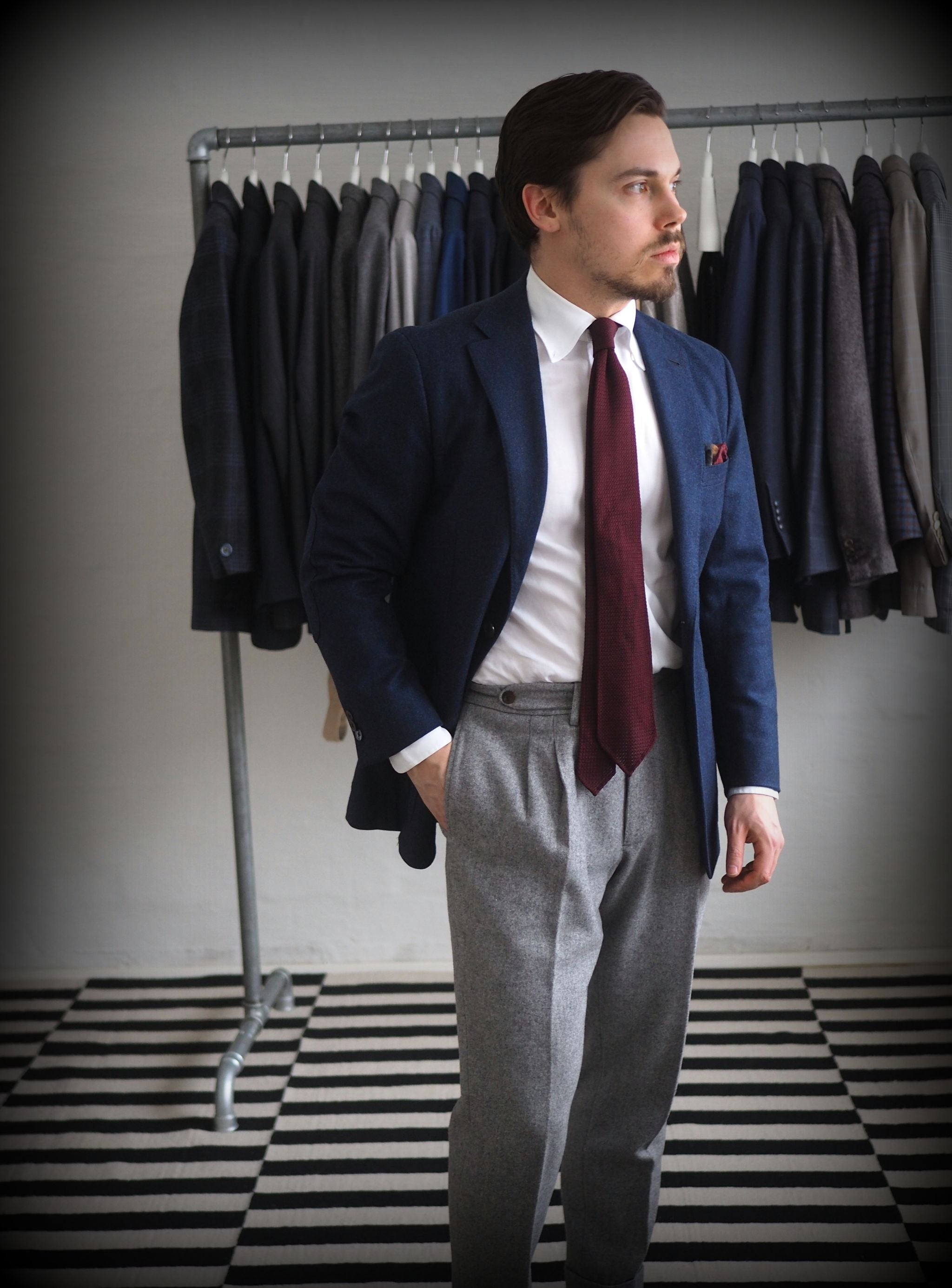 Classic combinations for men - Navy blazer with gray trousers and burgundy tie