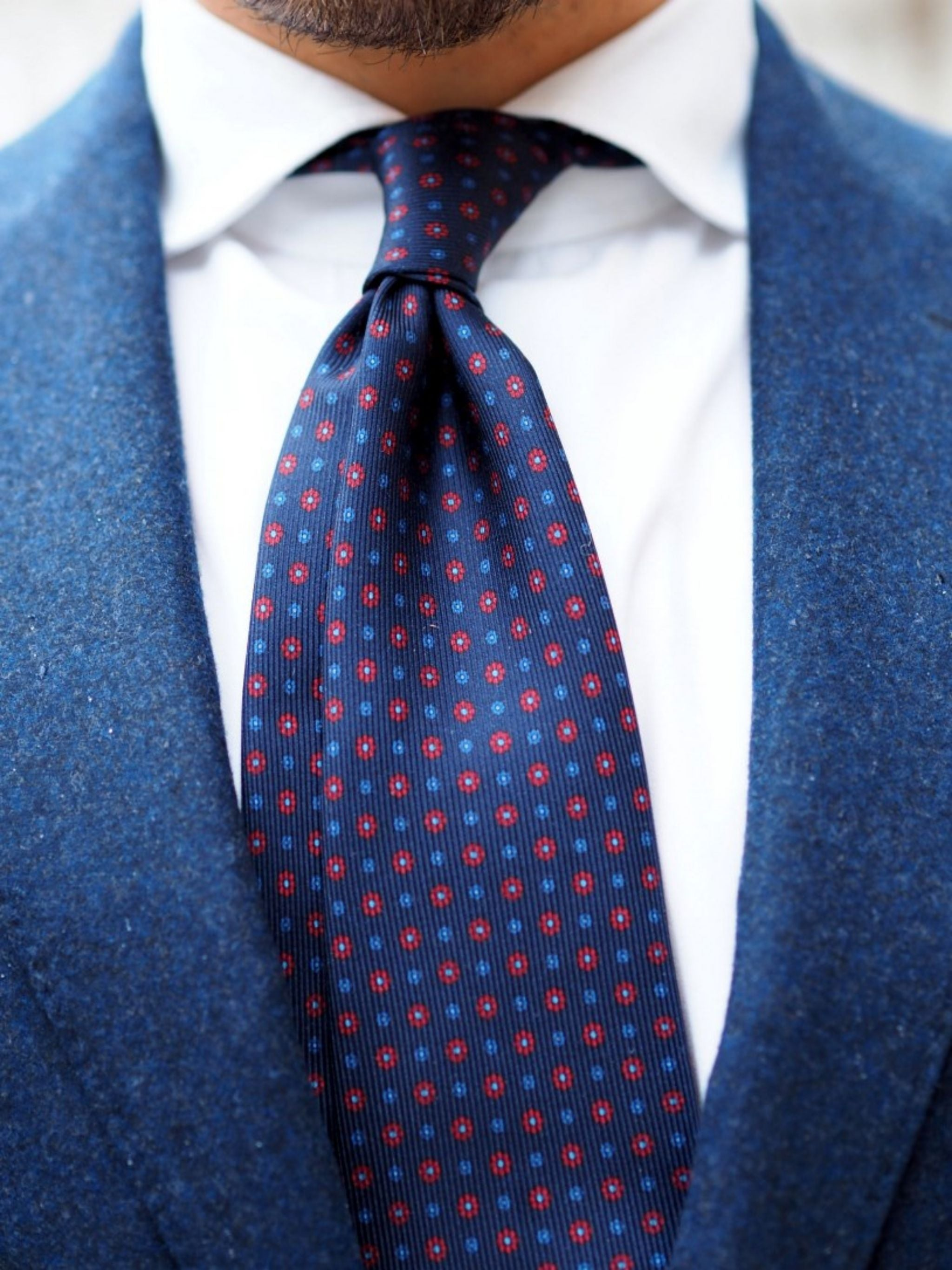 Autumnal business casual outfits - blue floral print silk tie details