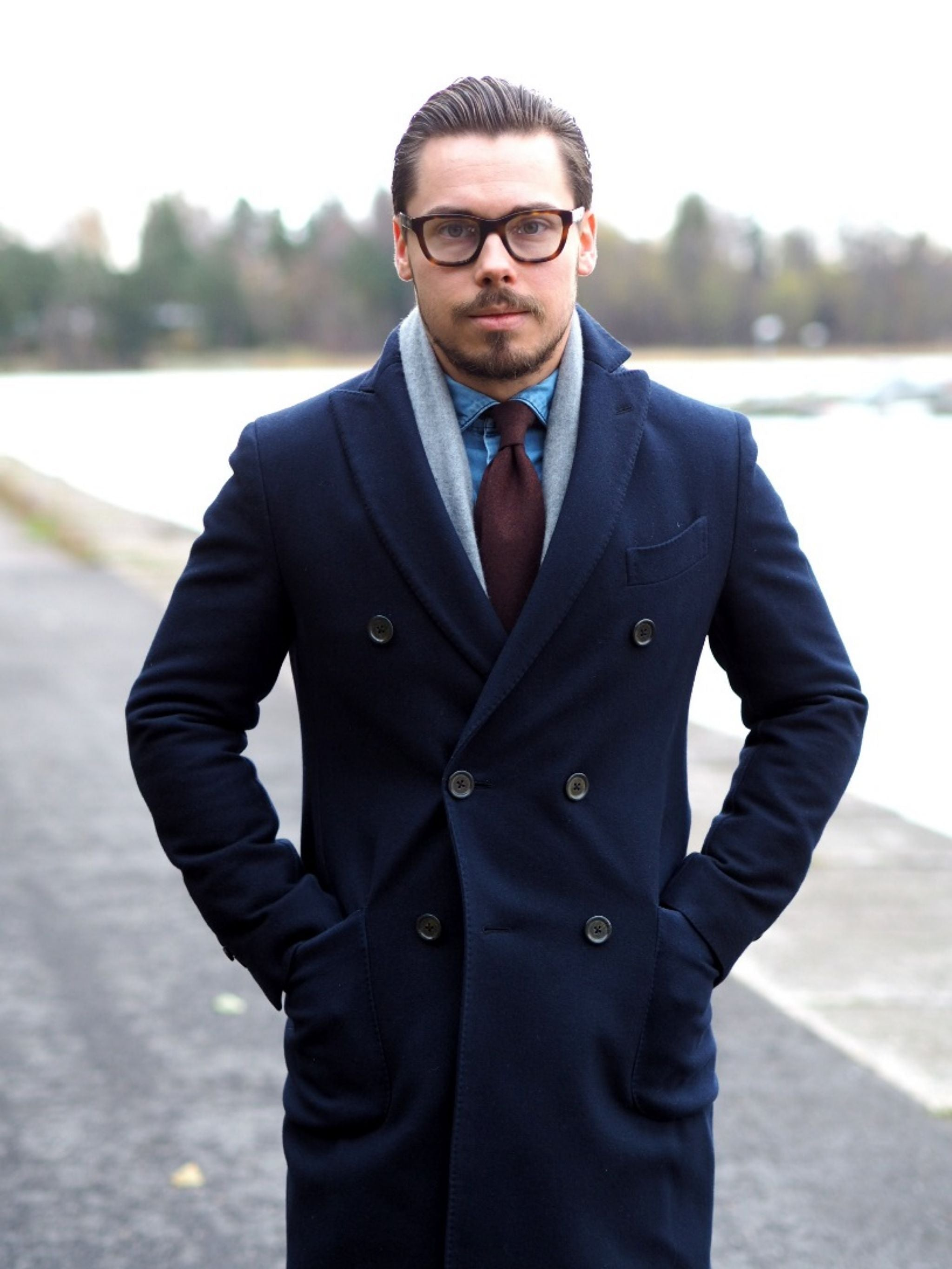 Autumnal business casual outfits - navy wool overcoat with gray cashmere scarf