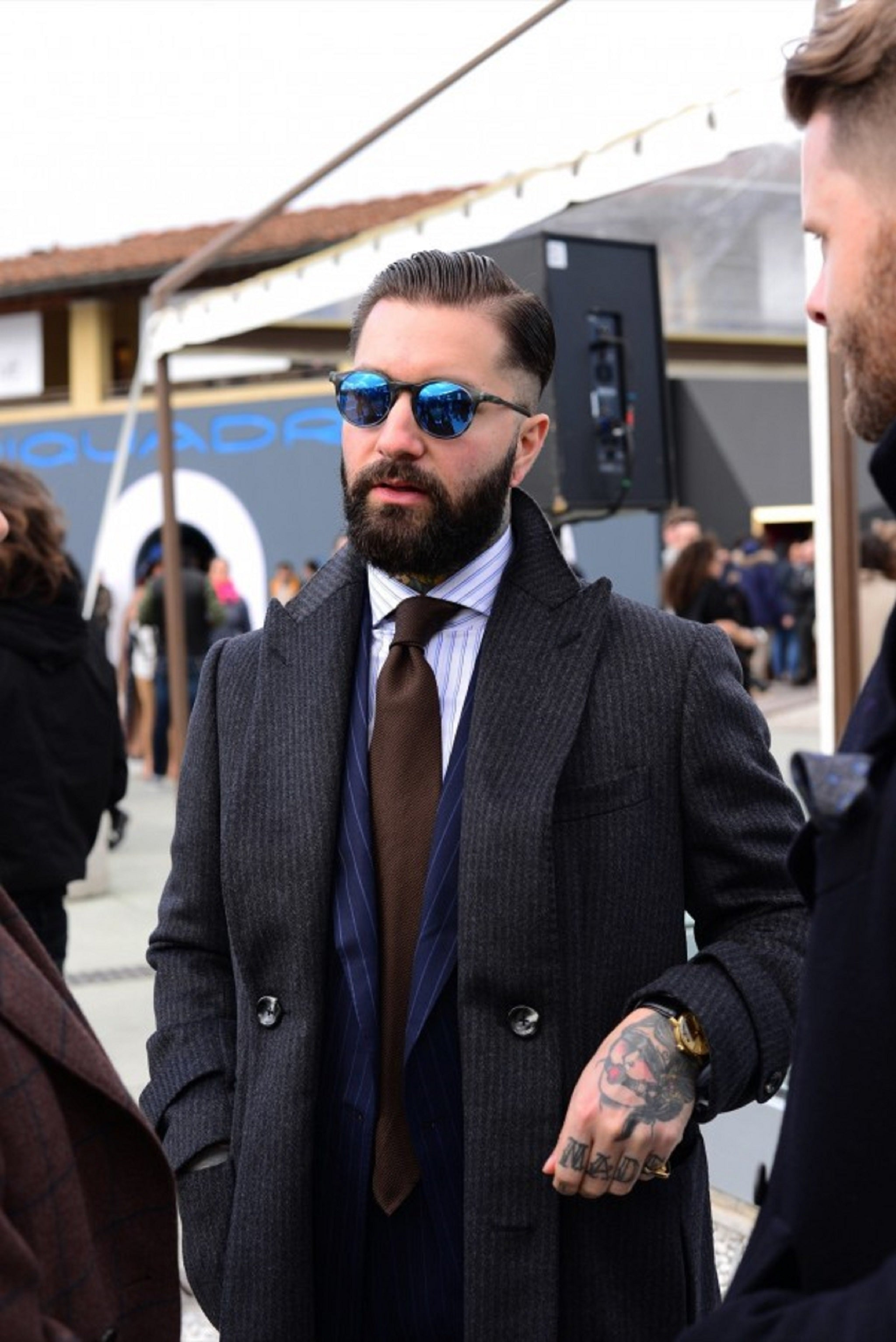 How to tie your tie - Pitti Uomo 89 - brown grenadine tie