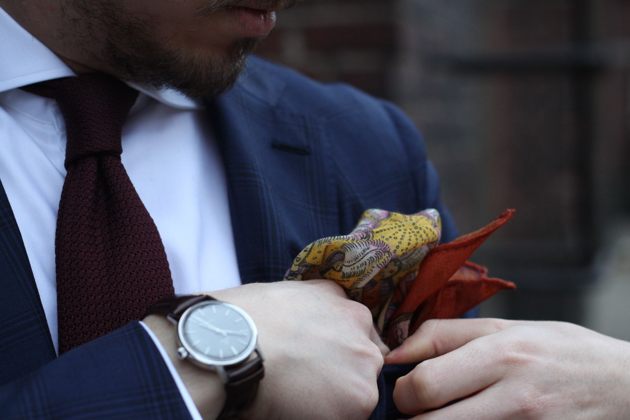 Burgundy grenadine tie with blue suit - pocket square details