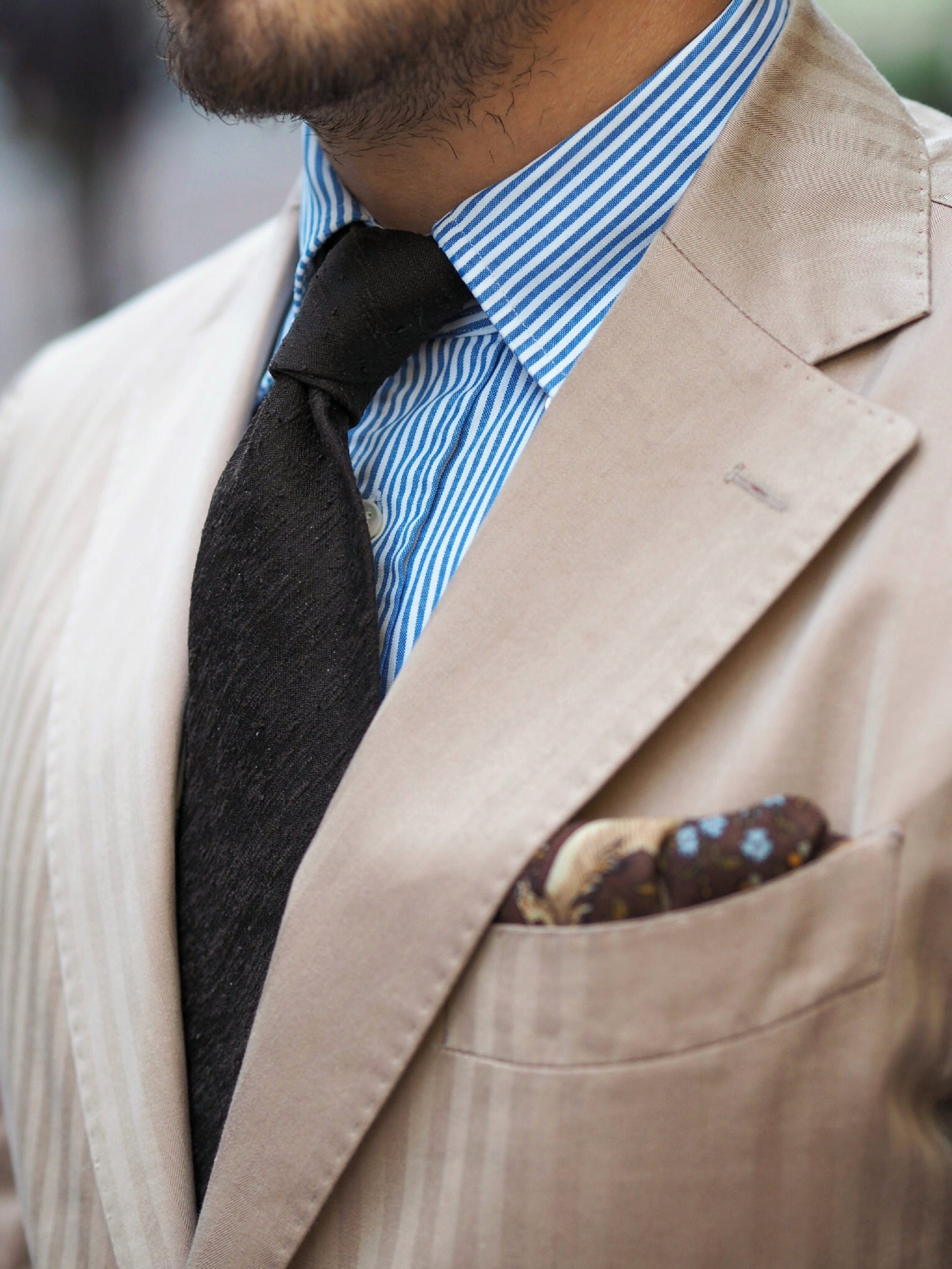 Shantung tie with the solaro suit - details.