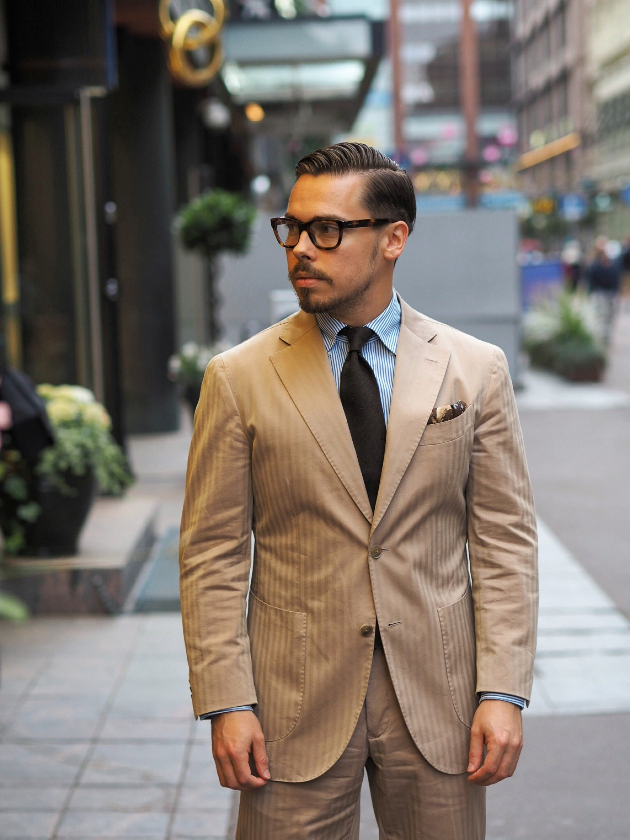 Solaro-suit-with-tie-for-business-wear