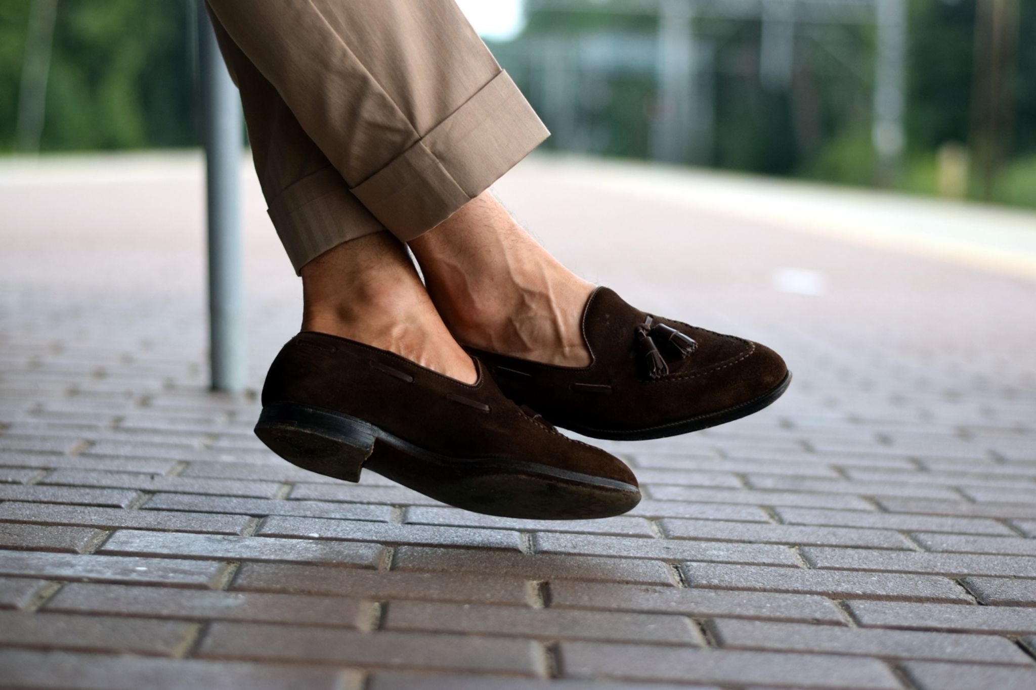 Suede-tassel-loafers-with-solaro-suit
