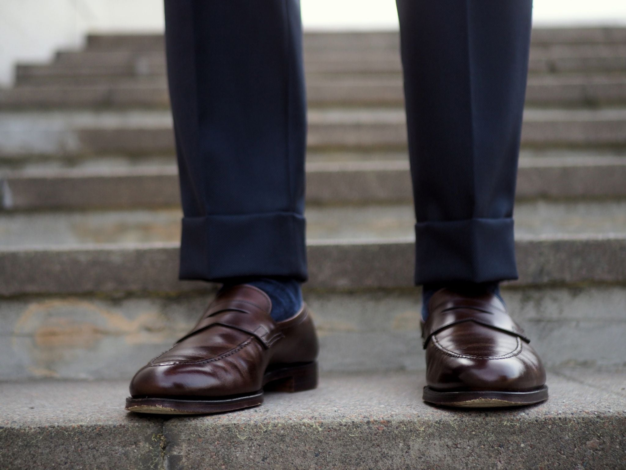 If you want to dress down your outfit, you can choose brown loafers instead of the oxford shoes.