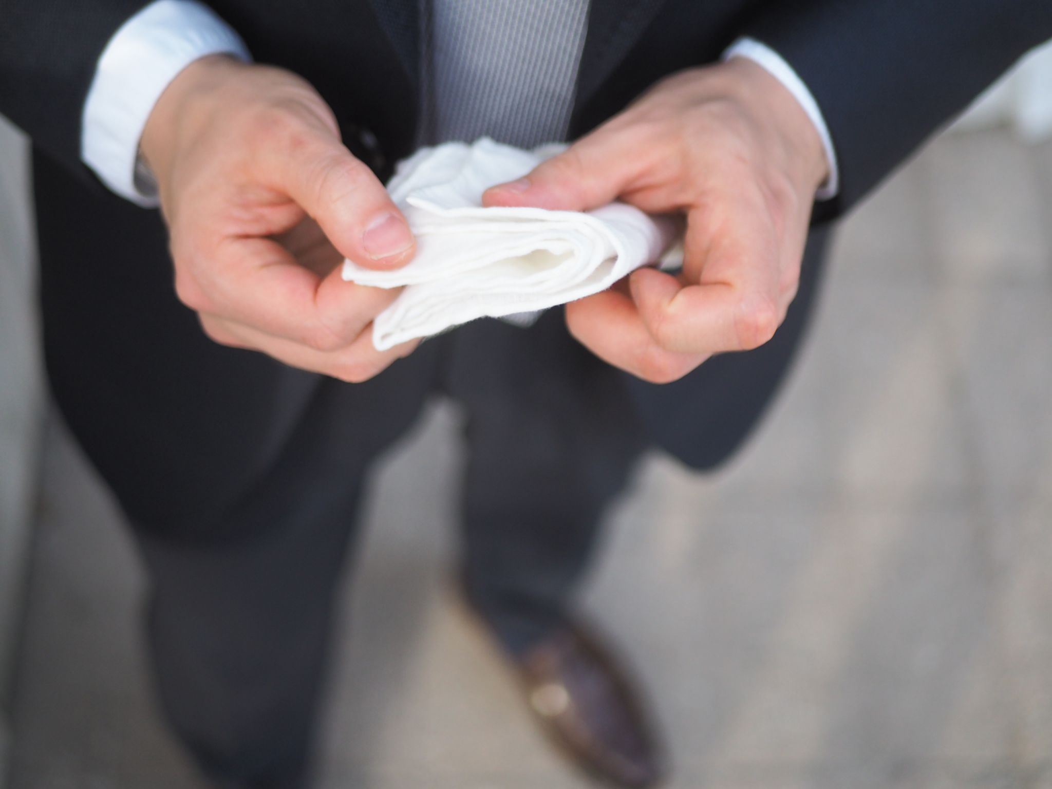 What to wear for wedding party - White linen pocket is-always a safe choice.