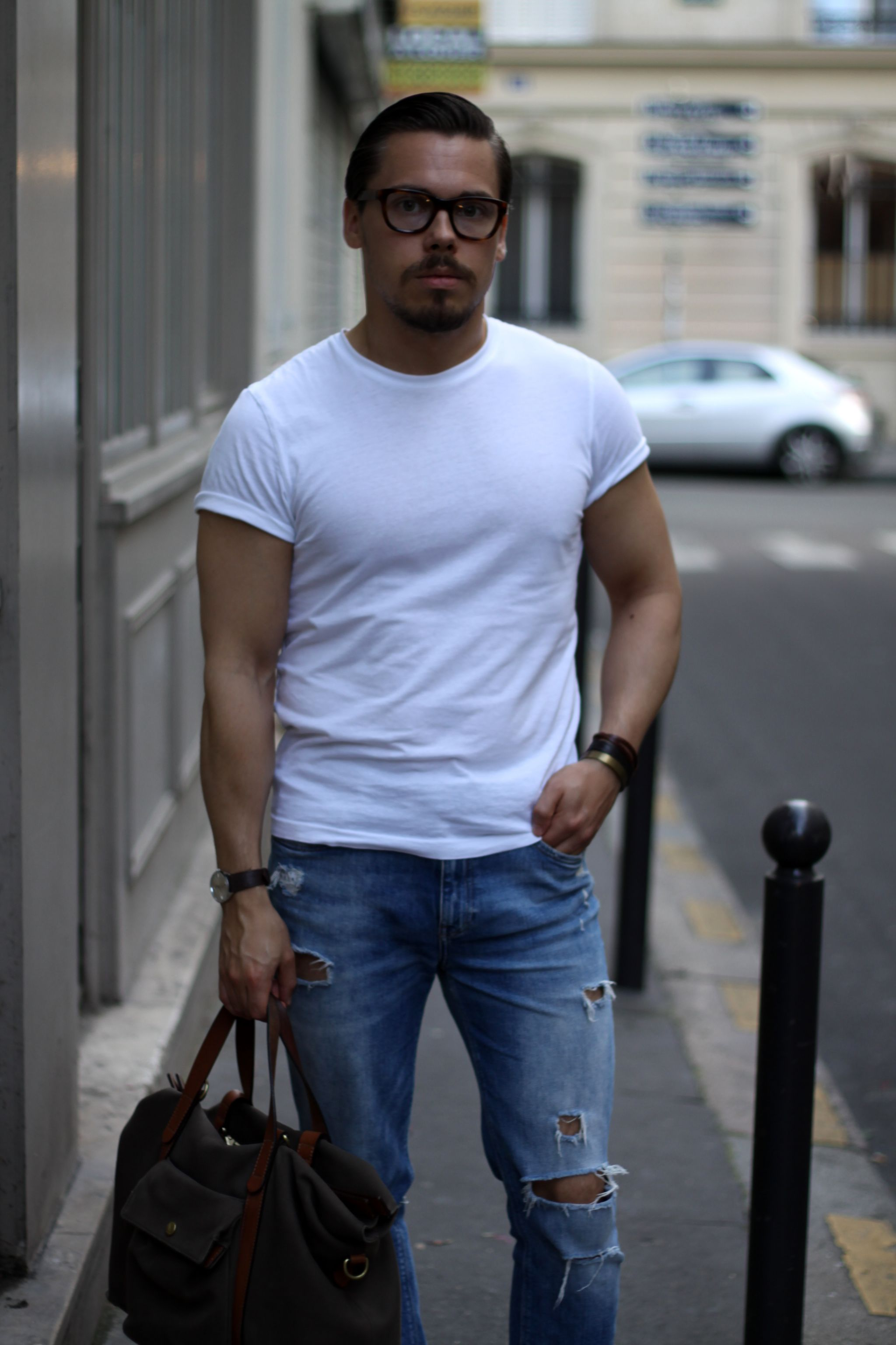 white t-shirt with jeans and mismo bag