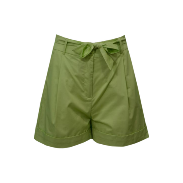 Pleated shorts with a belt