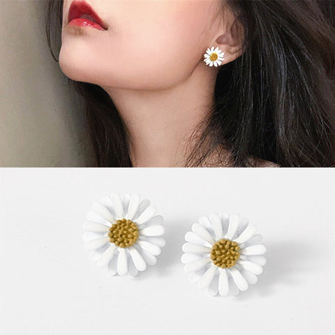 Summer White Daisy Stud Earrings