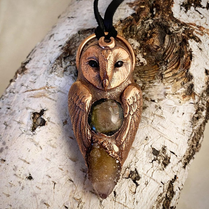 Barn Owl pendant with Watermelon Tourmaline and Spirit Quartz, hand made by sculptor artist Aaron Hofman of Soto Collective. Owl pendant, Barn Owl pendant, Owl Totem pendant, Owl Totem necklace, Owl jewellery, barn owl jewellery, Barn Owl Totem jewellery, Totem jewellery, Totem pendant, Watermelon Tourmaline jewellery, Spirit Quartz Jewellery