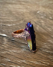 Load image into Gallery viewer, Rainbow Aura point Copper Ring