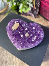 Load image into Gallery viewer, Amethyst Heart