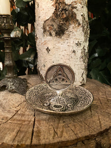Triquetra incense holder