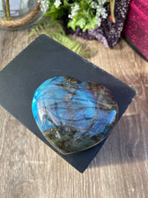Load image into Gallery viewer, Labradorite crystal heart