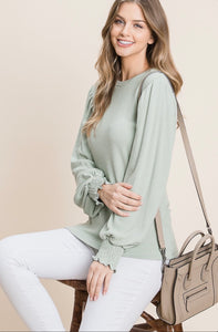 RIBBED BALLOON LONG SLEEVE SMOCKING DETAIL TOP