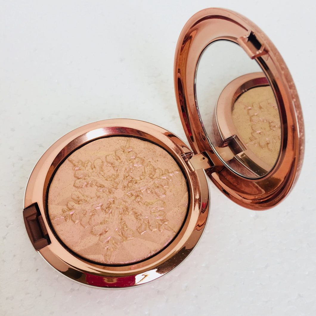 NEW MAC Show Gold Extra Dimension Skin Finish Powder