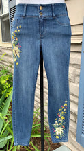 Load image into Gallery viewer, Thalia Sodi Jeans Sz 6