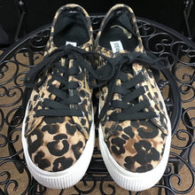 Load image into Gallery viewer, Steve Madden Tennis Shoes sz 6.5
