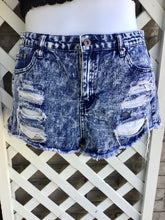 Load image into Gallery viewer, Forever 21 shorts size waist 31