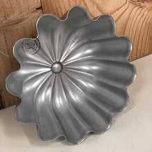 Load image into Gallery viewer, Vintage Aluminum MIRRO Jello pan