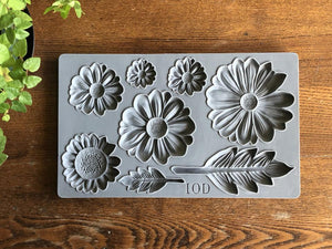He Loves Me | Décor Mould