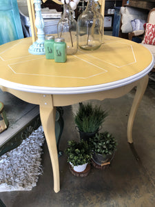 Summer's Breeze Dining Table