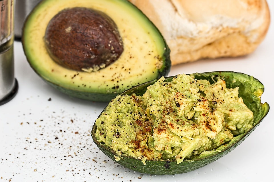 Low carb snacks on the go: Avocado mash