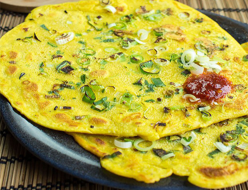 Vegetarian breakfast: Chickpea pancakes