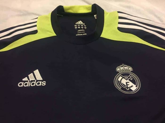 Real Madrid Training Shirt 2012 - Size S - Jerseys