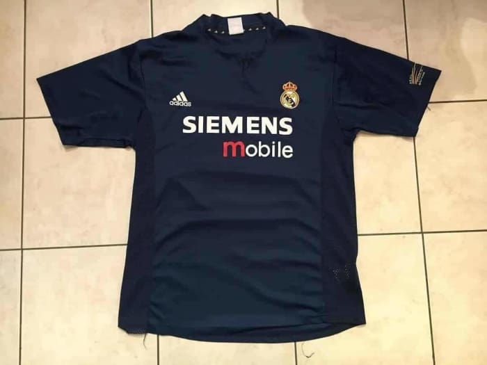 Vintage Real Madrid Shirt 2004 - Size M - Jerseys