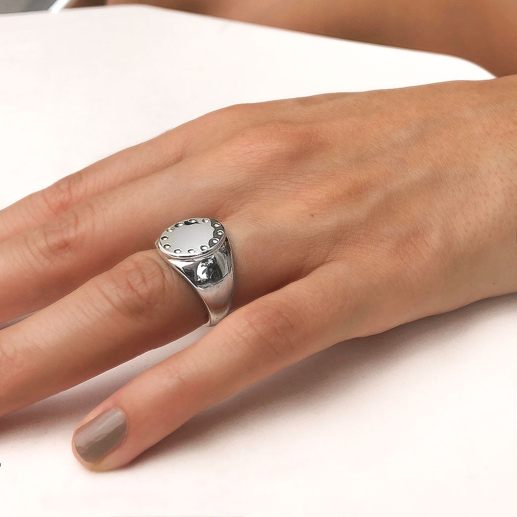 silver signet ring trends colombian jewelry