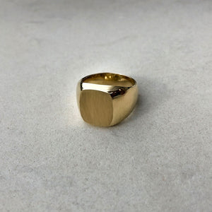 Signet family ring squared gold colombian jewelry