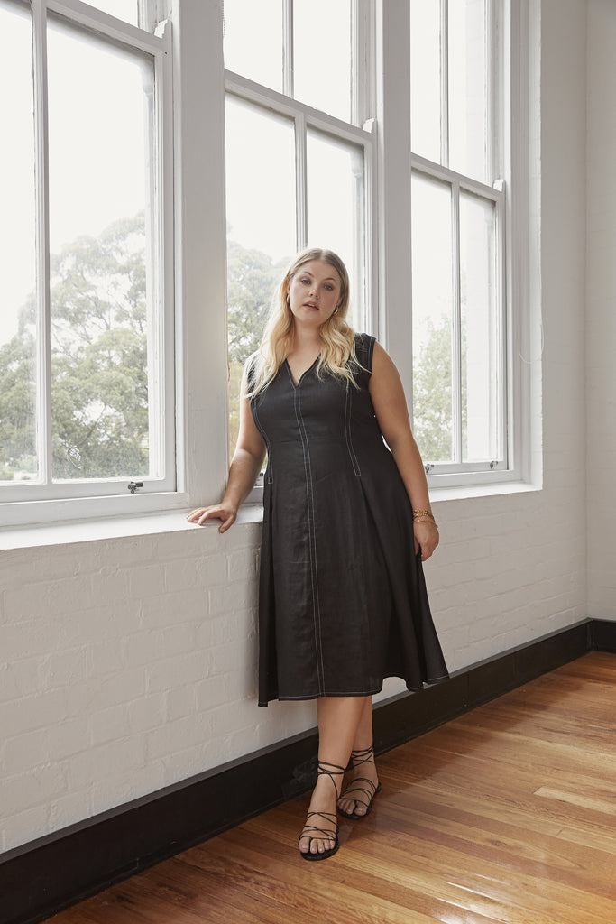 5 EASY WAYS TO STYLE A PLUS SIZE A-LINE DRESS