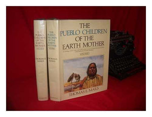 1: The Pueblo Children Of The Earth Mother (2 Volumes)