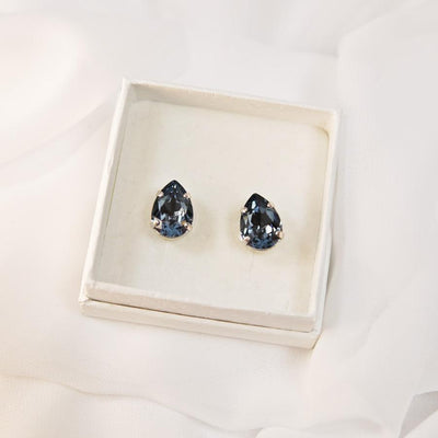 Caroline Svedbom - Mini Drop Studs Denim Blue 266 Rhodium