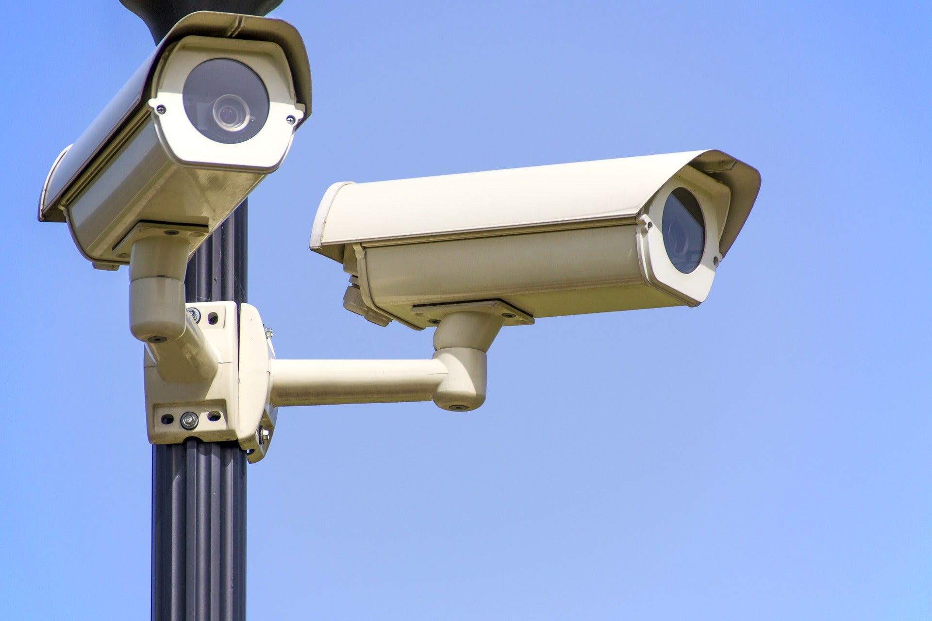 Can security cameras work through windows?