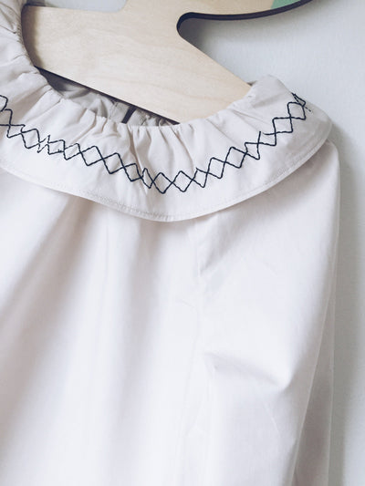 ,,STACIE '' blouse with ruffle collar (cream)