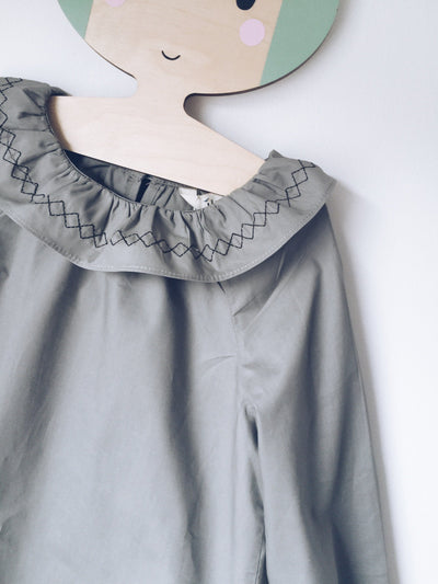 ,,STACIE '' blouse with ruffle collar (deep grey)