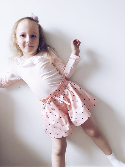 ,,PRETTY BOW'' shorts with ruffle waist details (pink)
