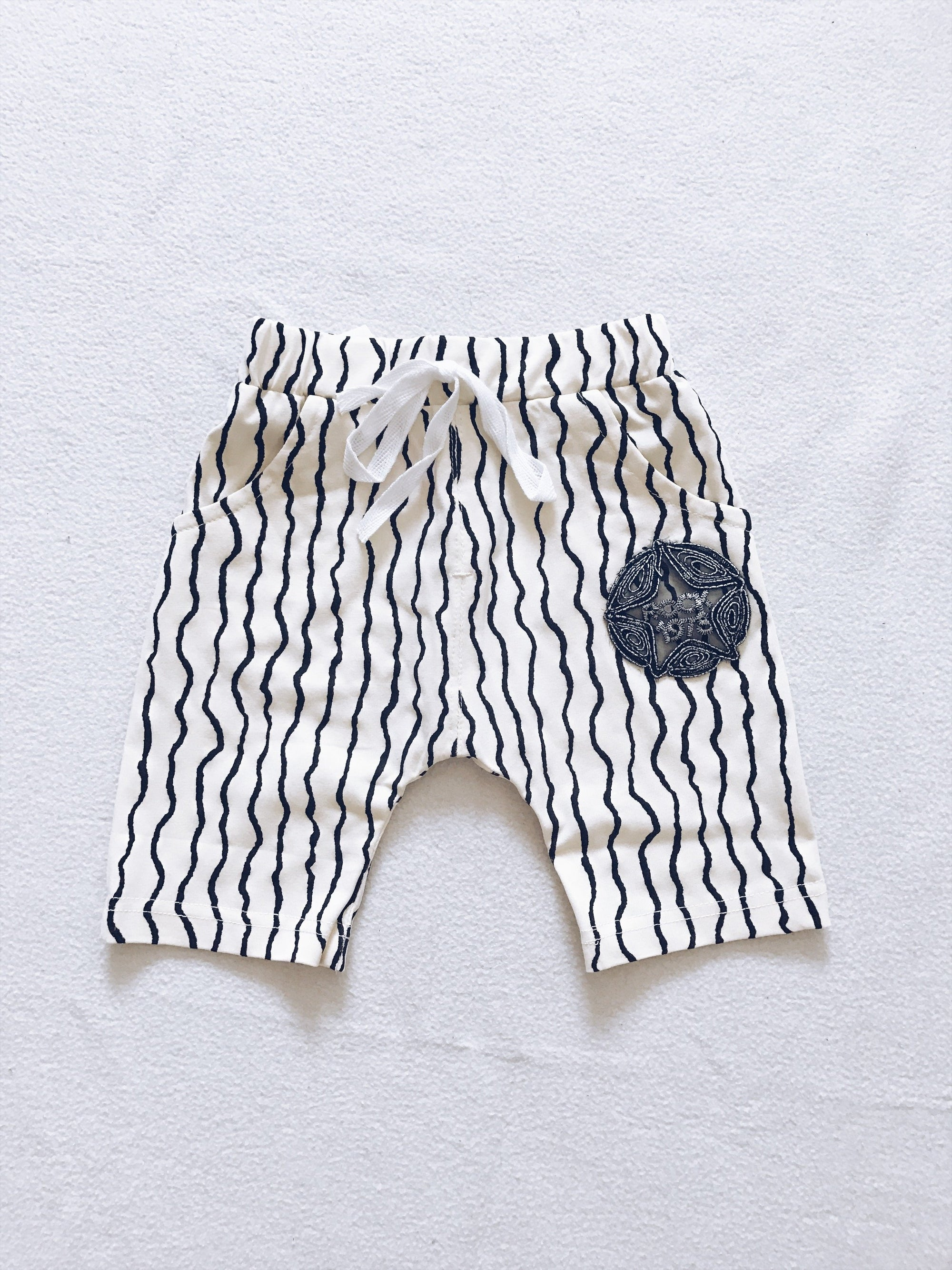 Monochrome stripes shorts