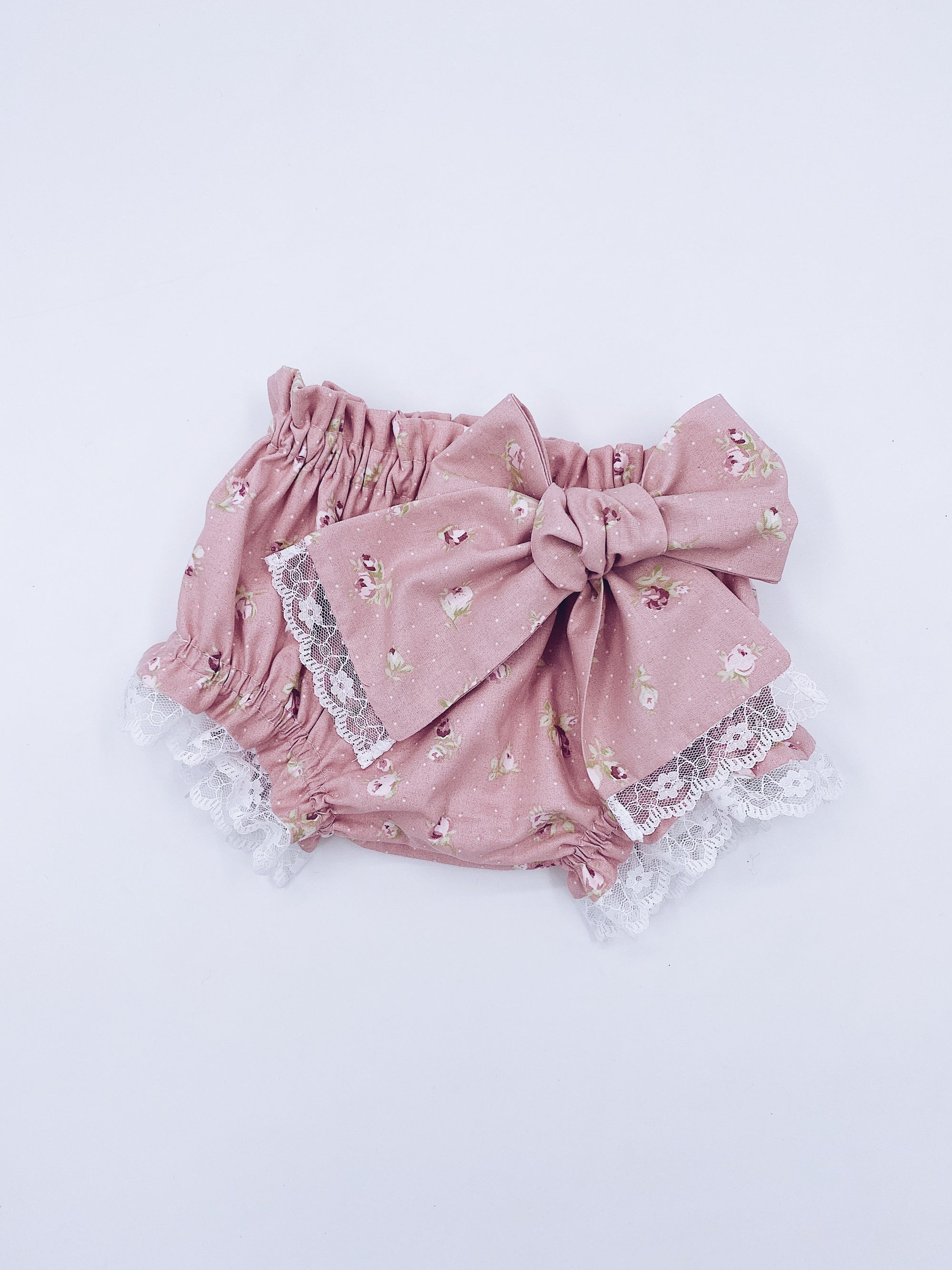 Beautiful dusty pink bloomers/shorts with rise details.
