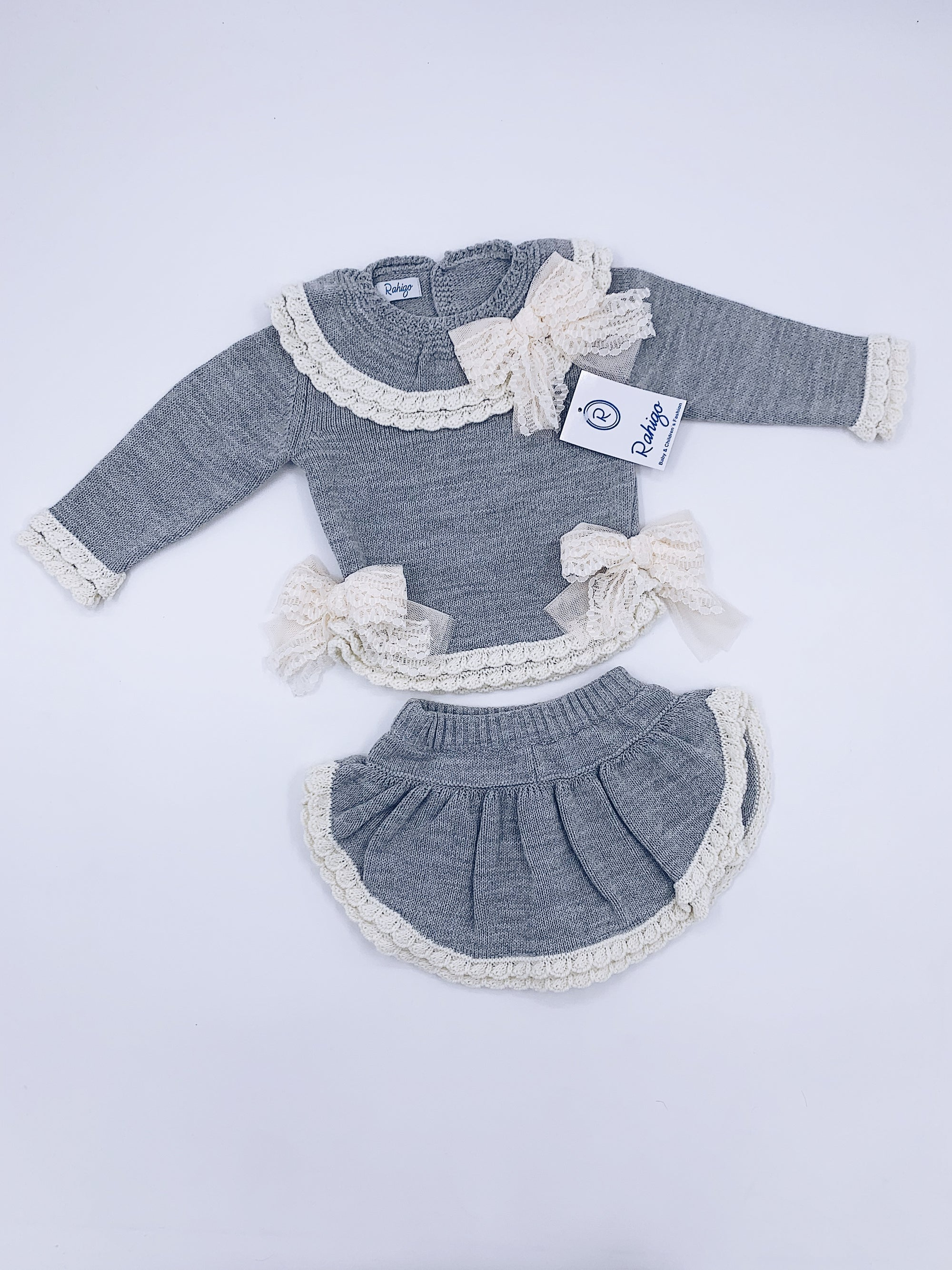 Knitted Rahigo skort set in Grey with cream details