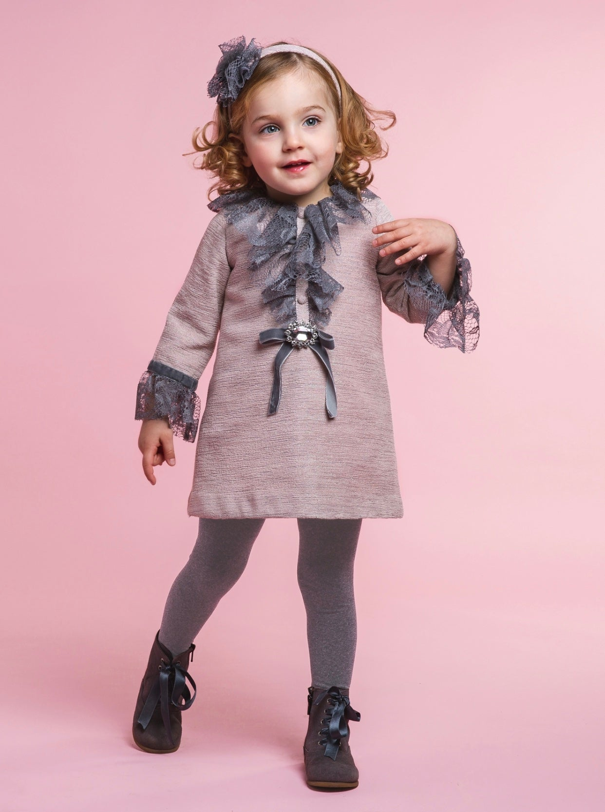 Rochy AW19/20 Dusty pink dress with lace details