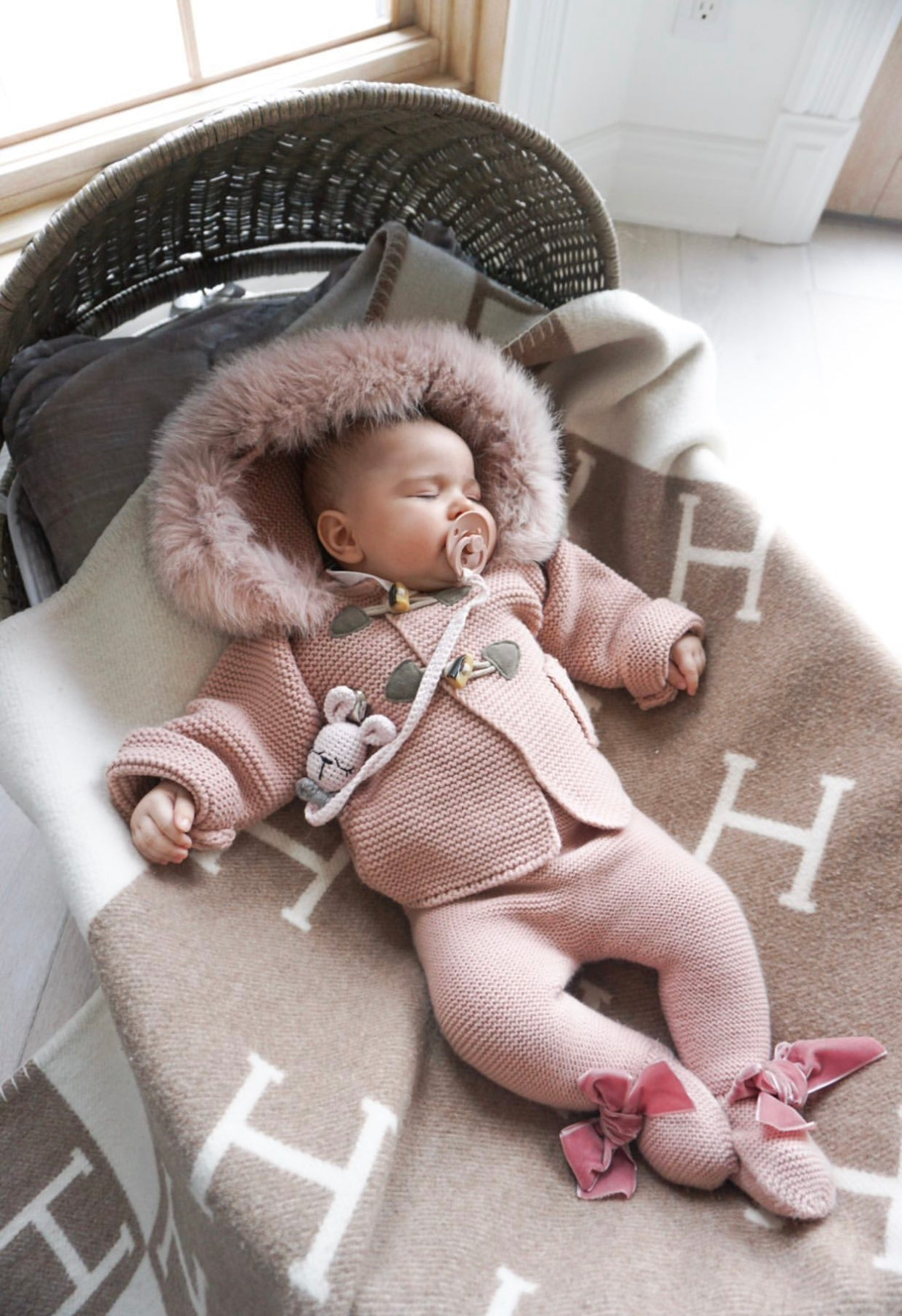 MI LOVES SIGNATURE Knitted Fox fur trim Cardigan in Dusty pink.