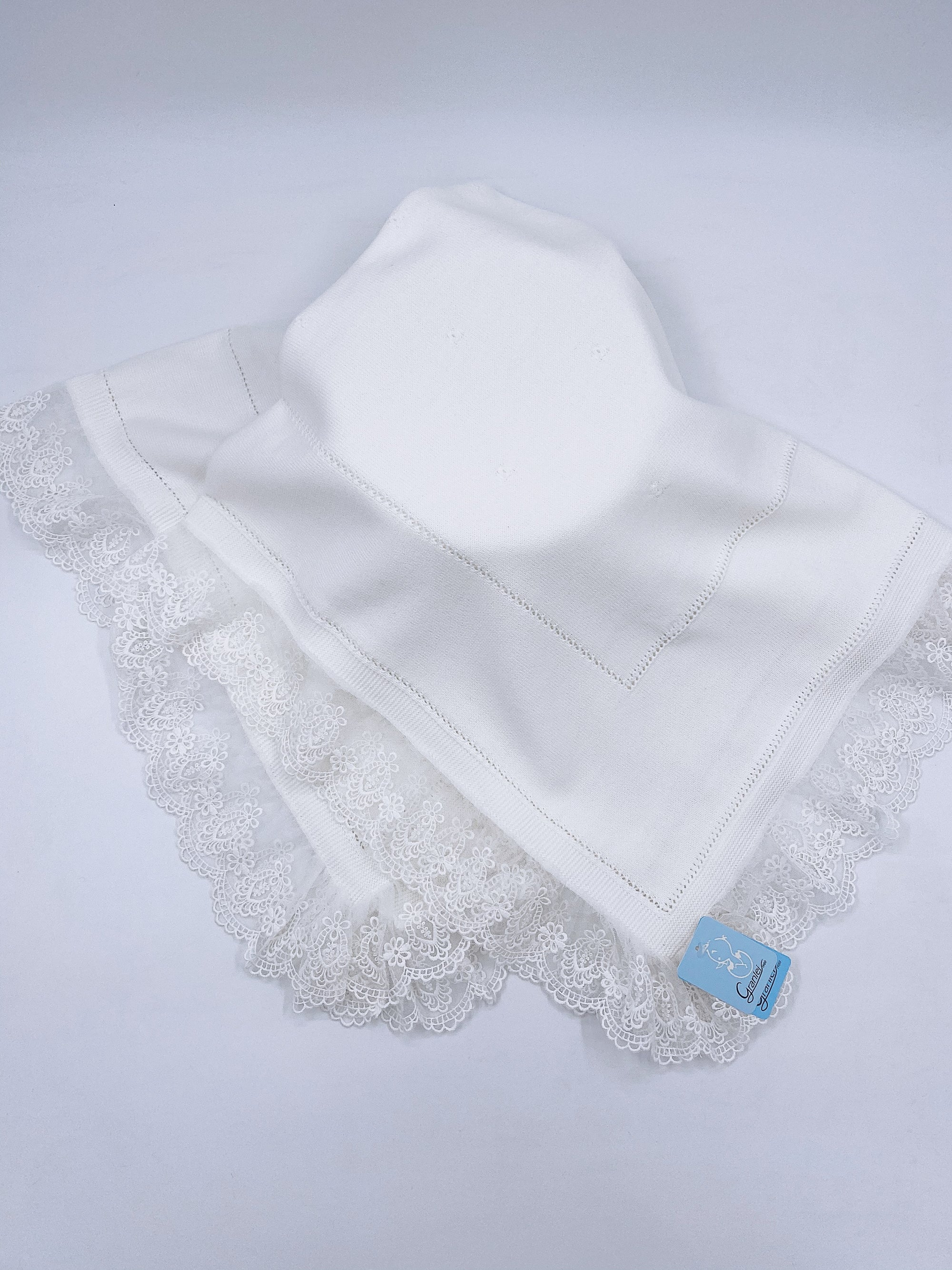 Beautiful Ivory knitted blanket with lace trim(98cm)