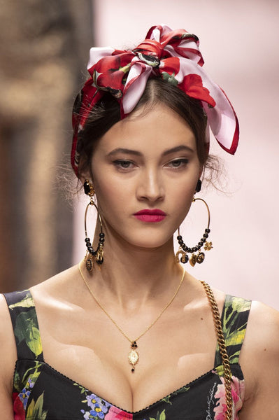 How to Wear Maxi Earrings and Foulard for a Boho Chic Style