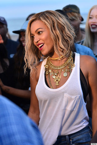 Beyonce style with chocker necklace